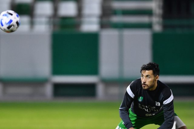بلايلي يعود لتدريبات الأهلي السعودي بعد شفائه من الإصابة