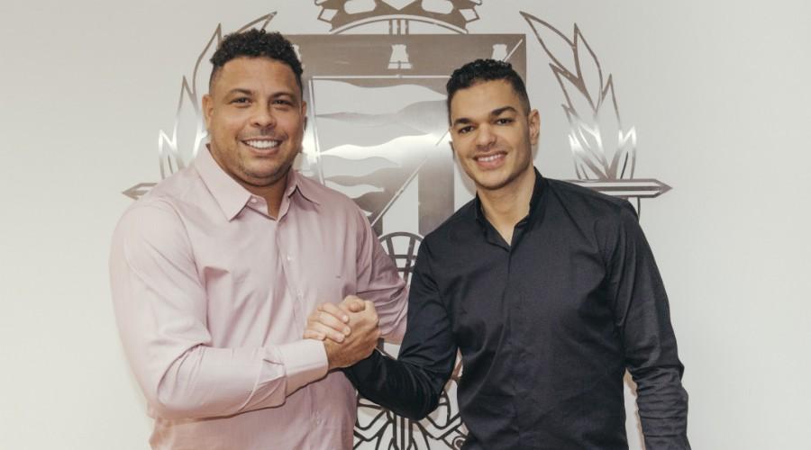 رونالدو ينجح في إقناع بنعرفة بحمل قميص بلد الوليد