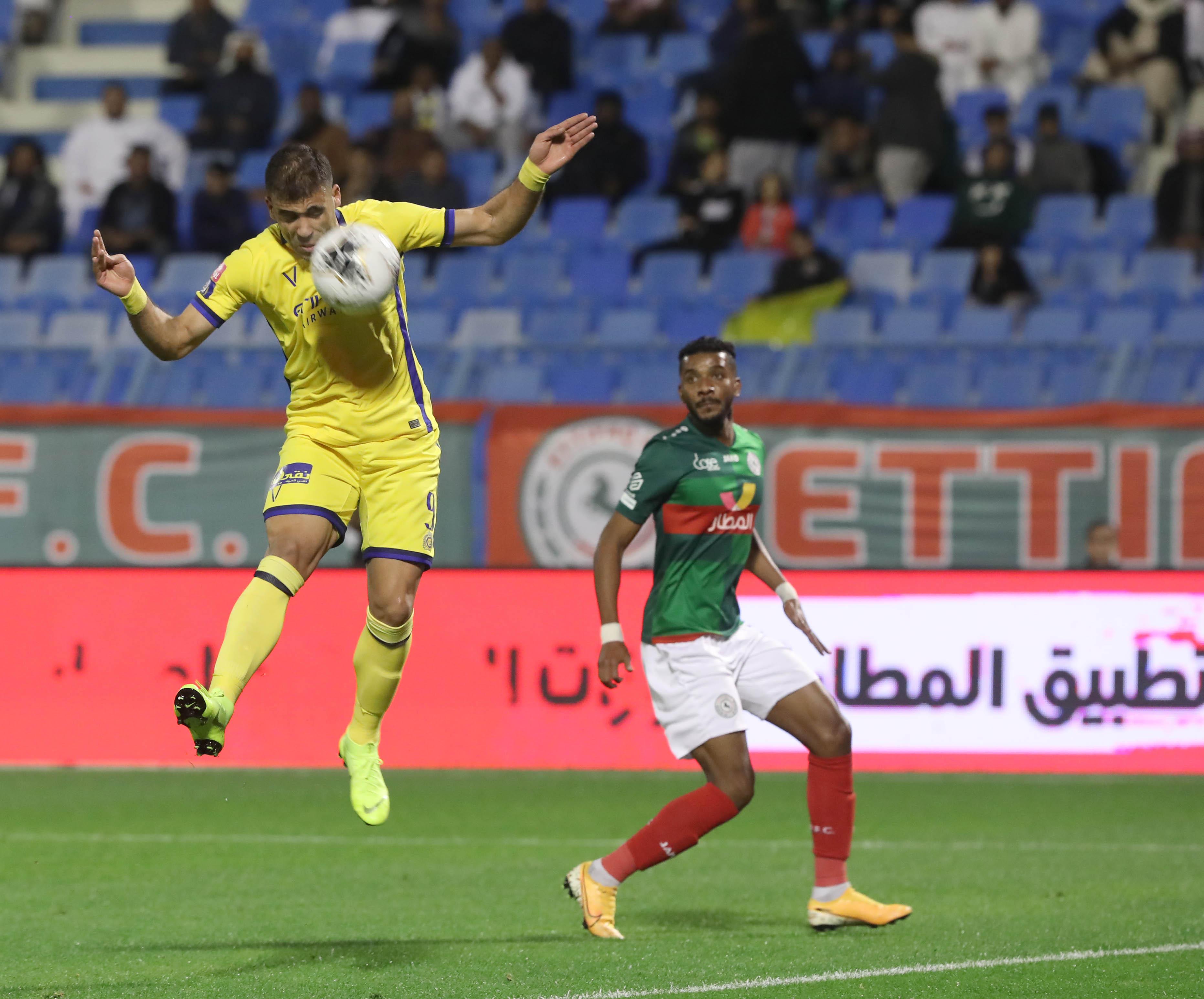 حمد الله يقود النصر إلى تصدر الدوري السعودي