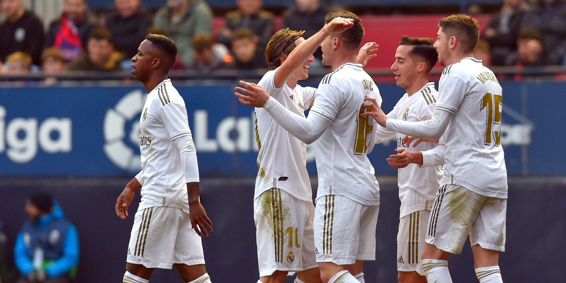ريال مدريد يدرس الخروج من الأزمة الحالية بتخفيض رواتب نجومه