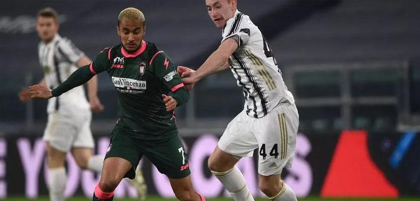 نادي كروتوني الإيطالي يدين الإساءات العنصرية التي تعرض لها الجزائري آدم وناس
