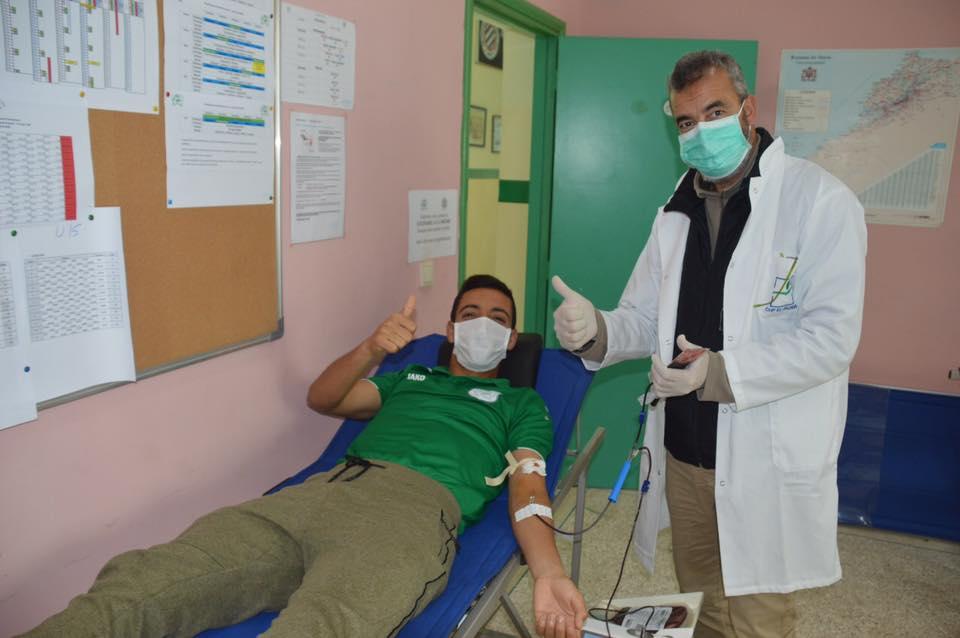 لاعبو الدفاع الحسني الجديدي يتبرّعون بالدم لمحاربة فيروس كورونا