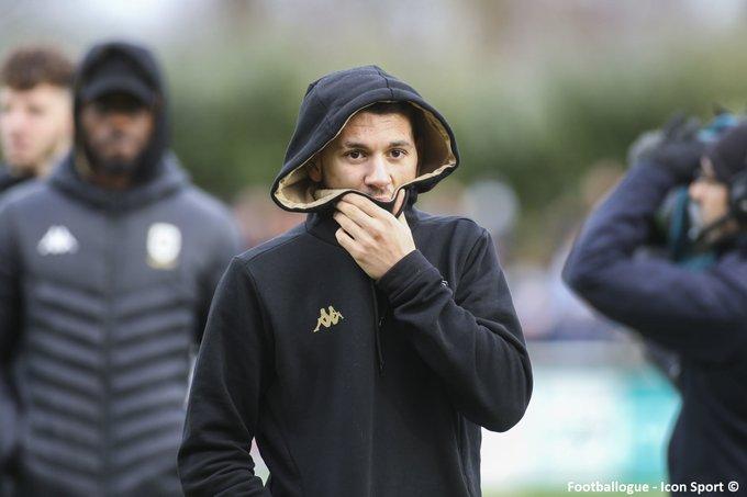 لاعب جزائري مهدد بالسجن لمدة عام بتهمة القيام بأفعال مخلة بالحياء