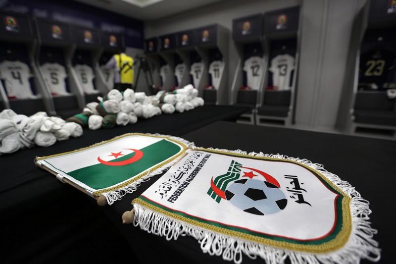 حبس مدير نادٍ ووكيل لاعبين بشبهة التلاعب بنتائج مباريات في الجزائر
