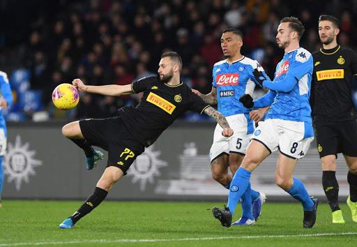 نابولي يتأهل لنهائي كأس إيطاليا بعد إقصاء إنتر ميلان
