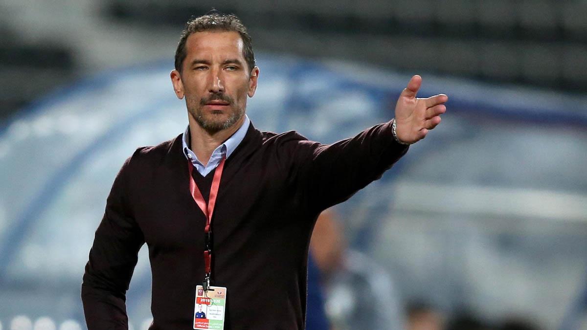 المدرب المغربي عزيز بن عسكر يجدد عقده مع نادي أم صلال القطري