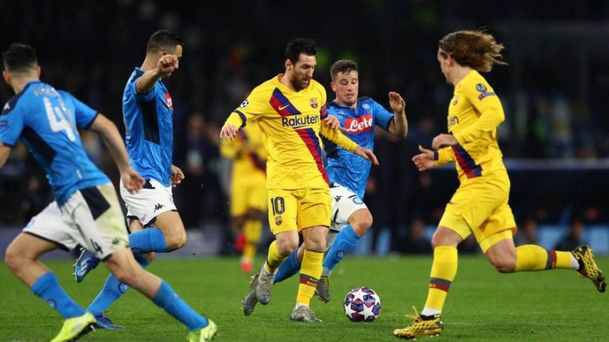 هل ينقد برشلونة موسمه الكروي ويفوز على نابولي؟