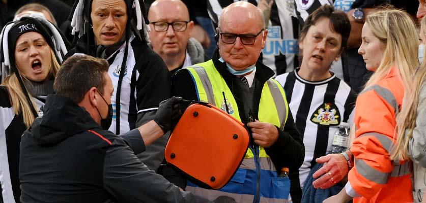 إصابة أحد المشجعين بالمدرجات يوقف مباراة توتنهام ونيوكاسل يونايتد